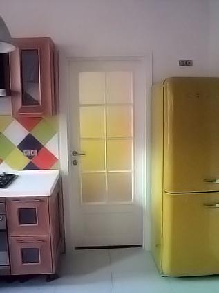 белая дверь на кухню