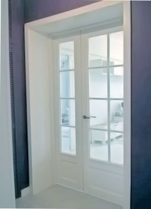 французские межкомнатные двери акцент на прозрачное стекло