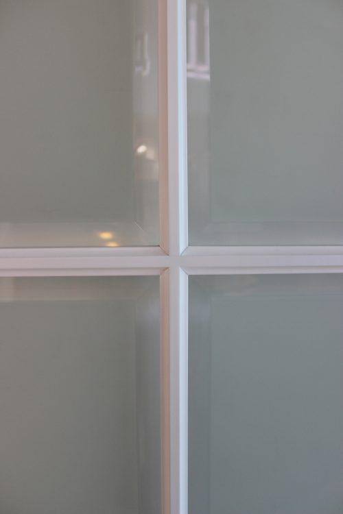 фрагмент двери с фацетом