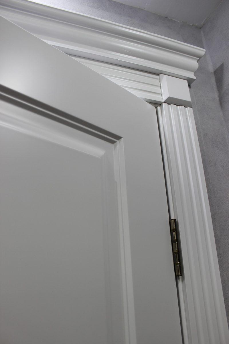 деталь белой двери фото