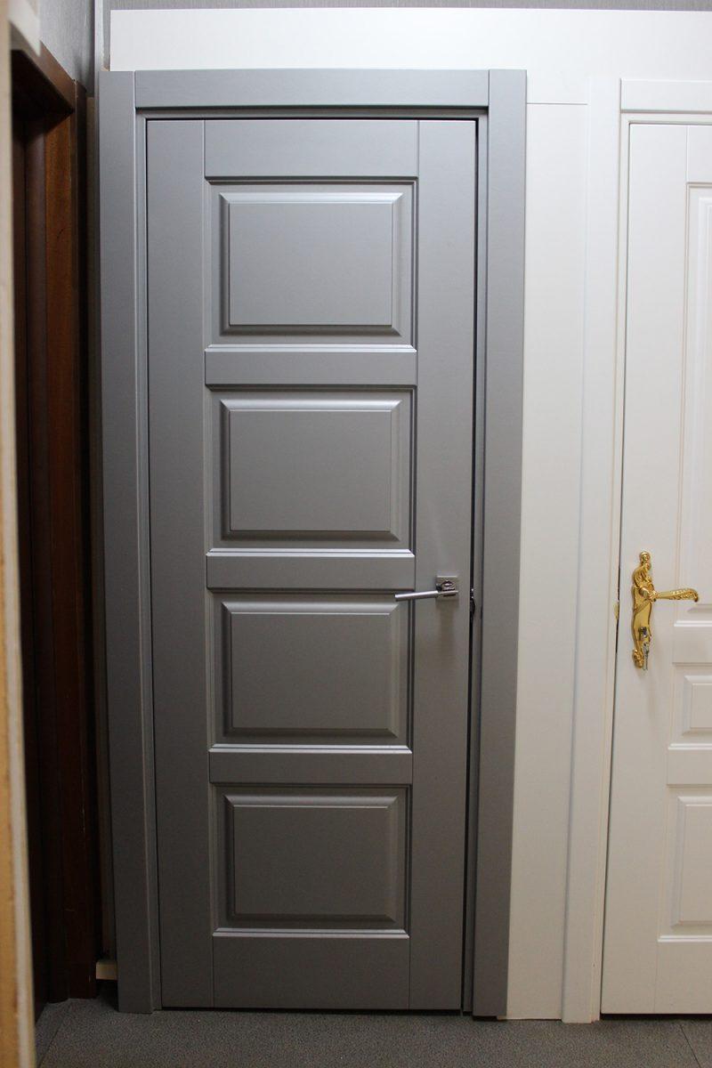 серая дверь модерн