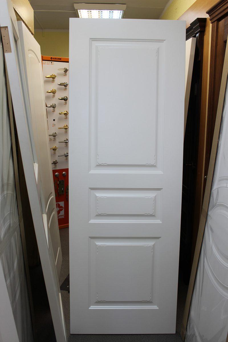 фото белой двери с узором