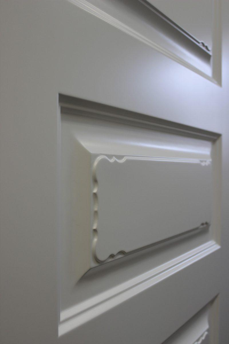 узор на белой двери фото