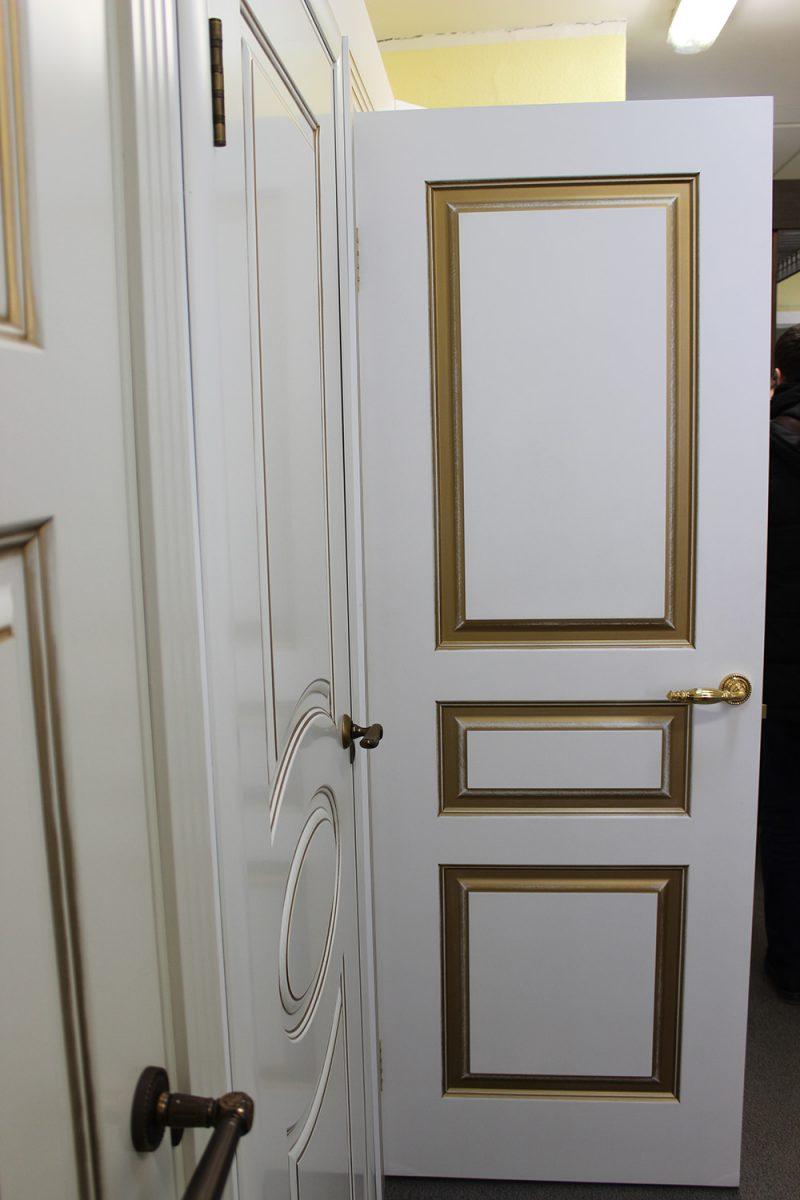 белая дверь с патиной золото фото