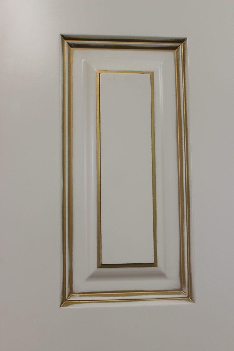 фрагмент патины золото на двери