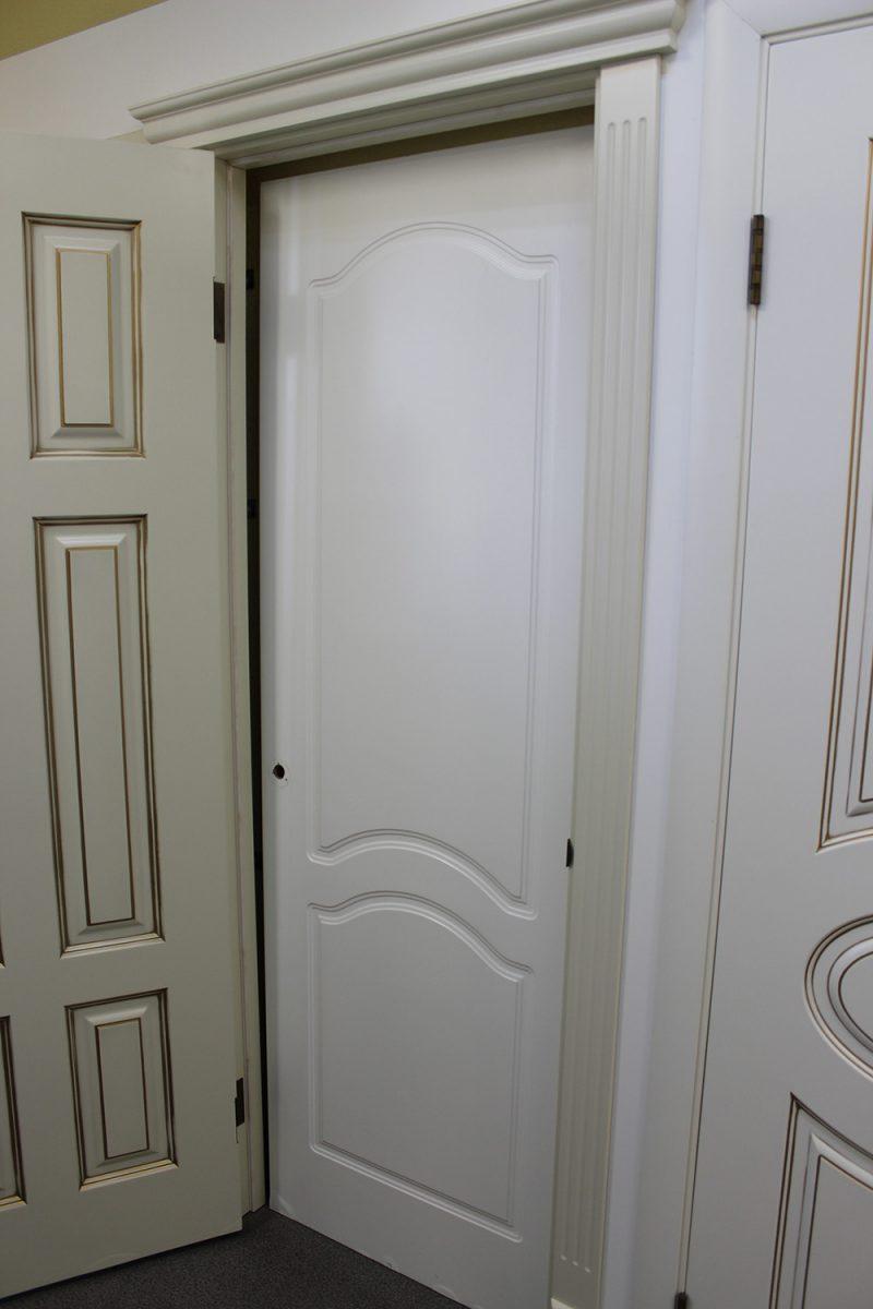 фотография белых дверей