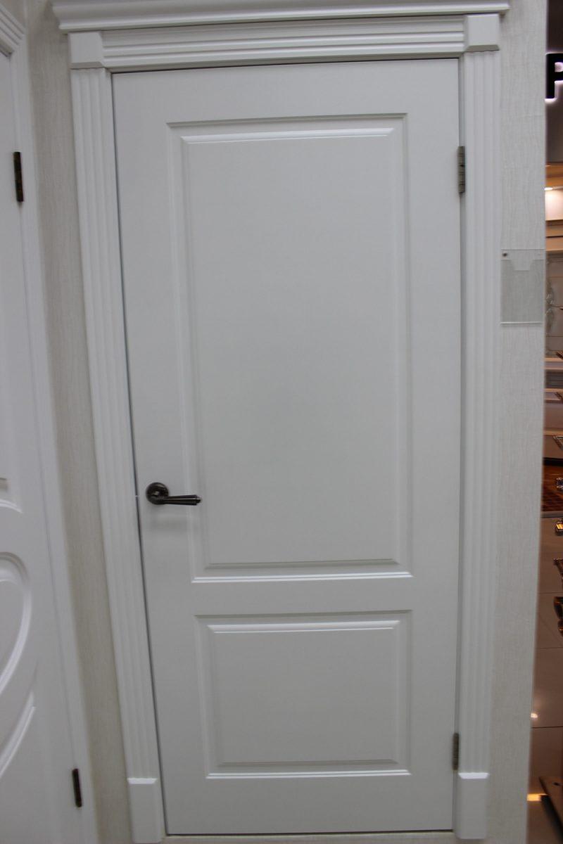 фото классической белой двери