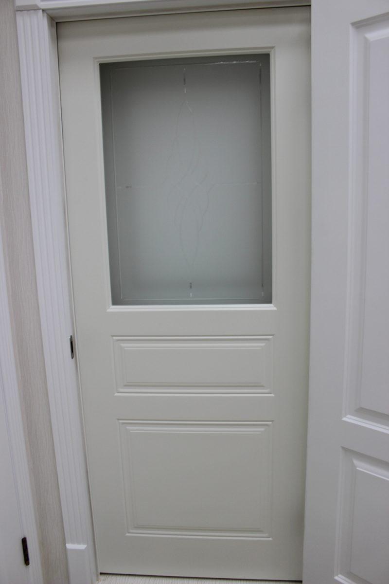 фото недорогой модели белой двери