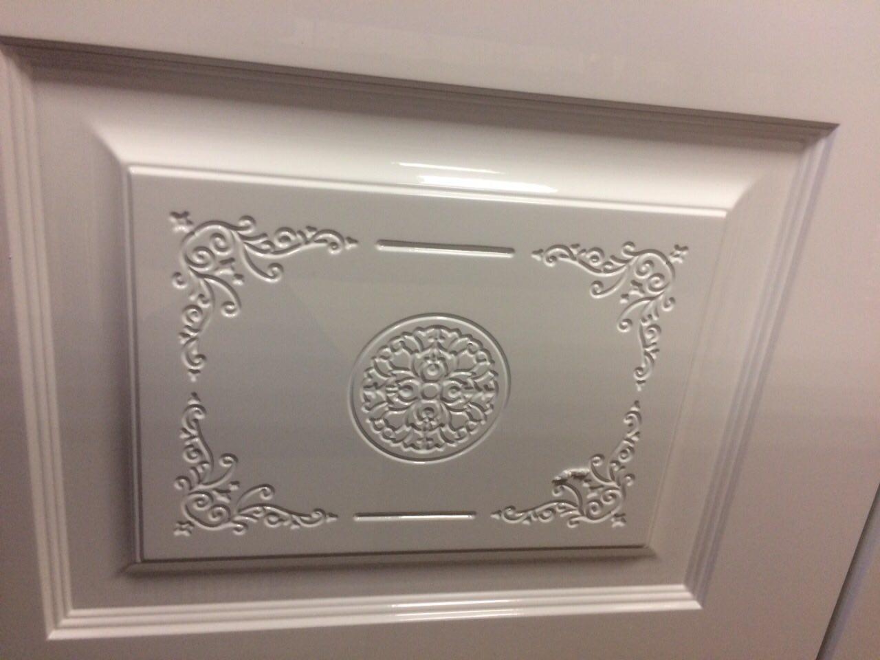 фрагмент узора на межкомнатной двери