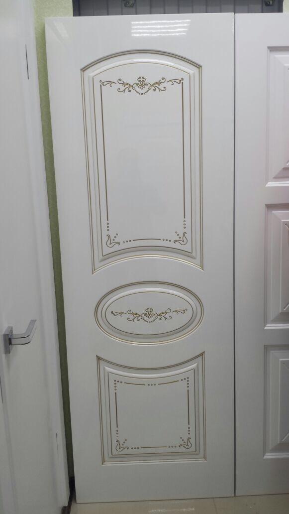 глянцевая классическая дверь с патиной