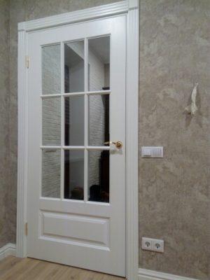 белая межкомнатная дверь со стеклом казань