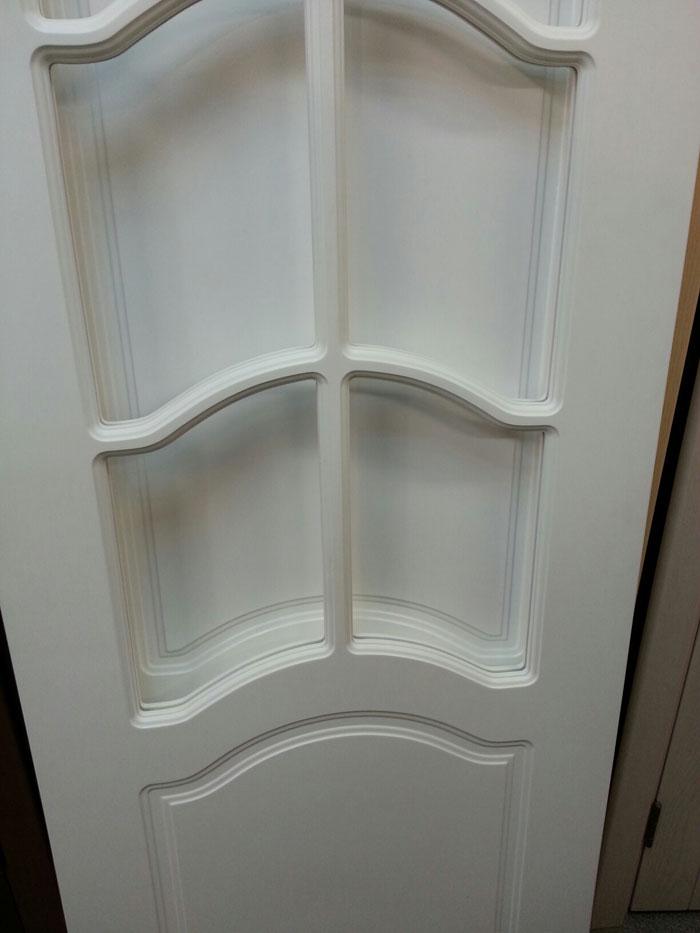 фрагмент двери с решеткой