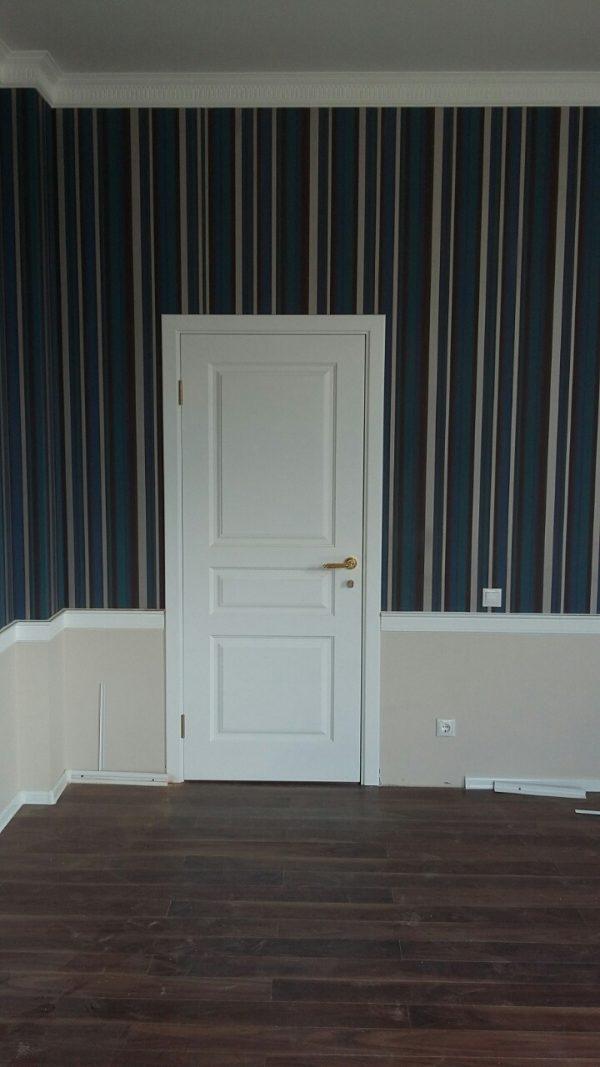 межкомнатная белая дверь в скандинавском стиле фотография