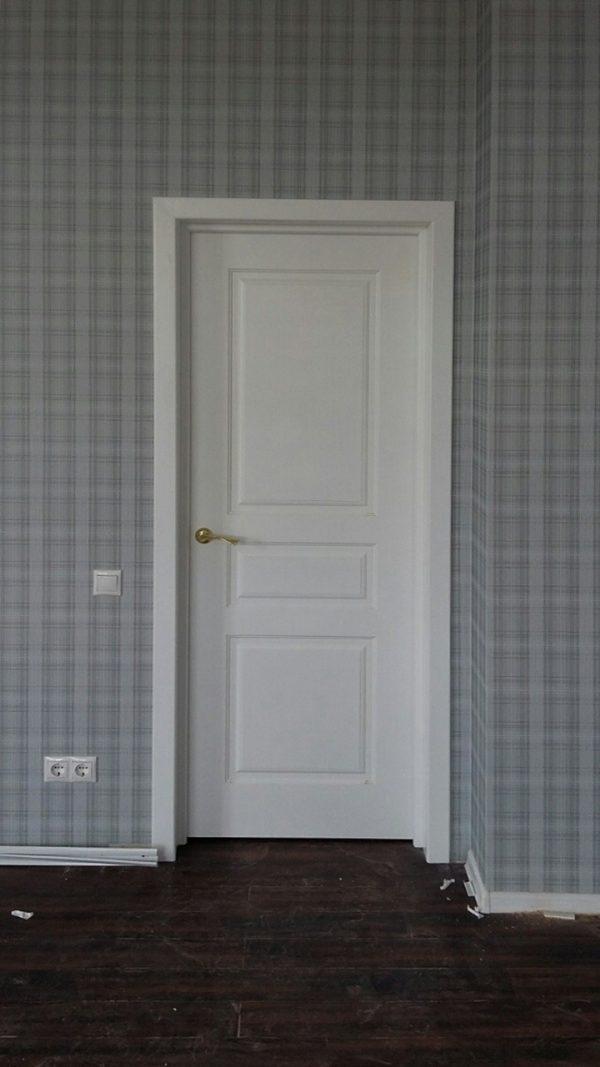 межкомнатная белая дверь в скандинавском интерьере