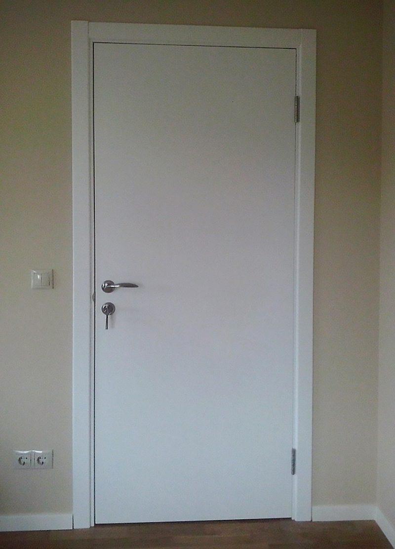 межкомнатная белая дверь дгг