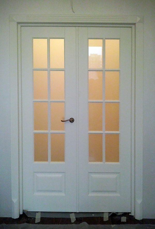 двойная дверь с переплетом в зал фото