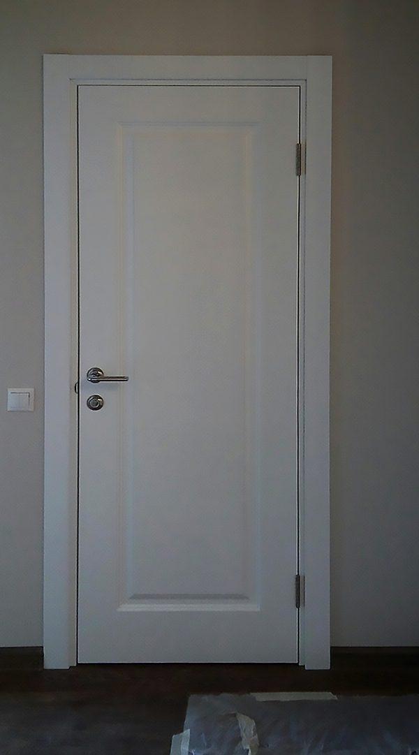 межкомнатная белая дверь глухая в скандинавском стиле
