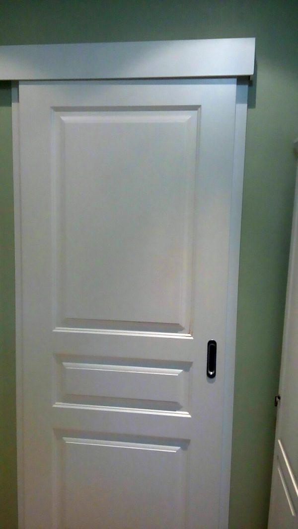 межкомнатная белая дверь купе