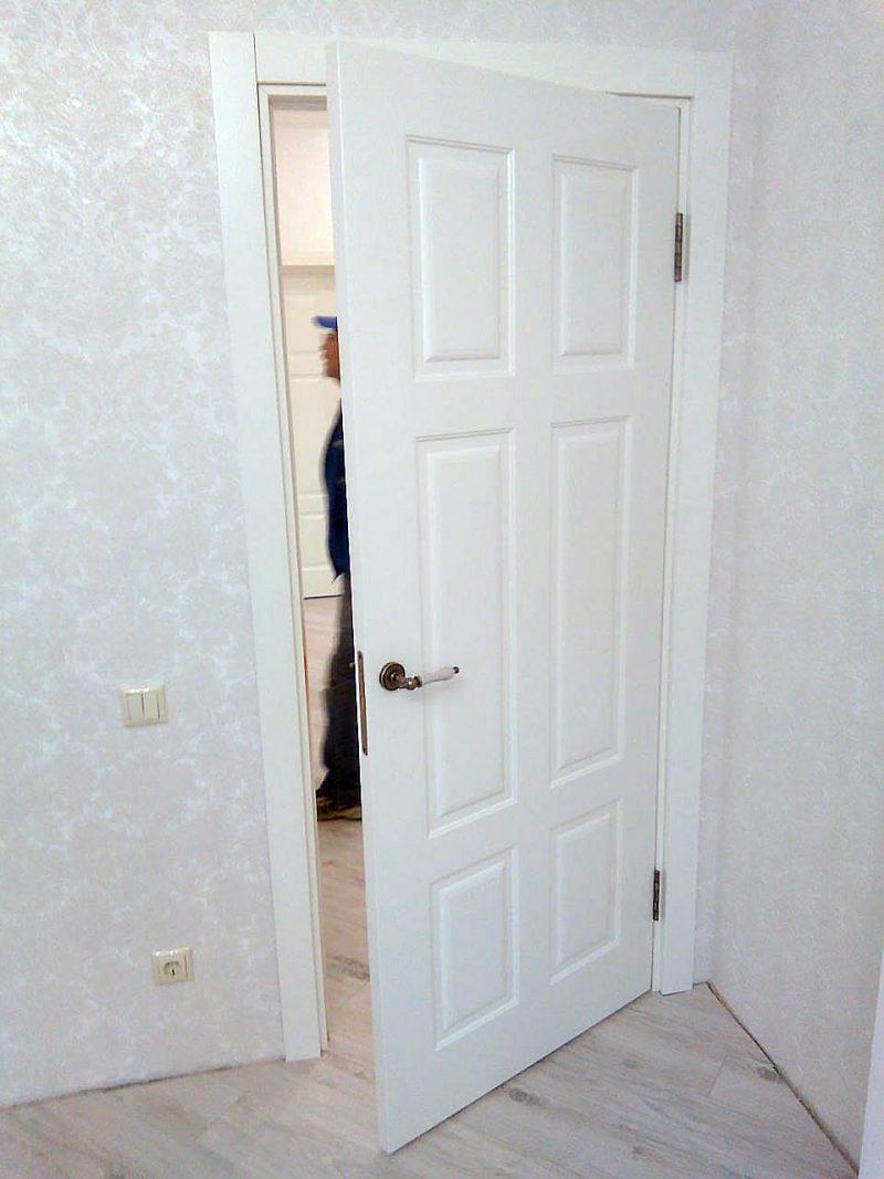 белая дверь цезарь в интерьере фото