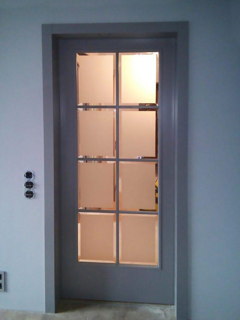 серая дверь с фацетом фото