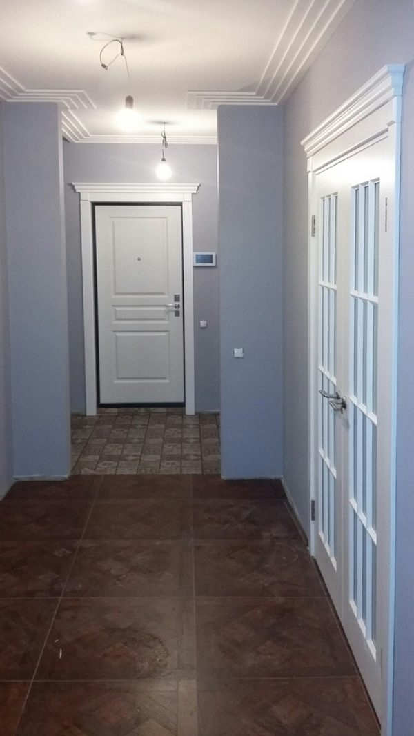 межкомнатные белые двери в интерьере квартиры