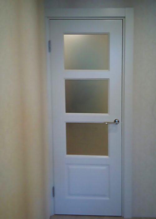 межкомнатные белые двери со стеклом сатинат