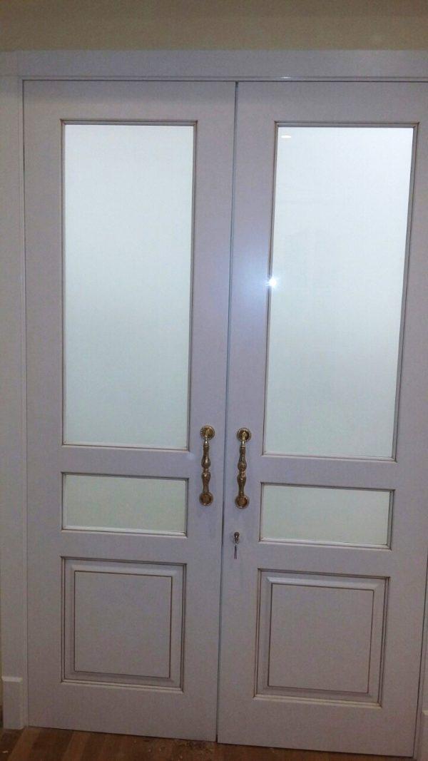 двойные распашные двери с патиной