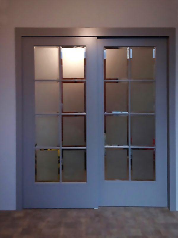 двойная раздвижная дверь с фацетом фото