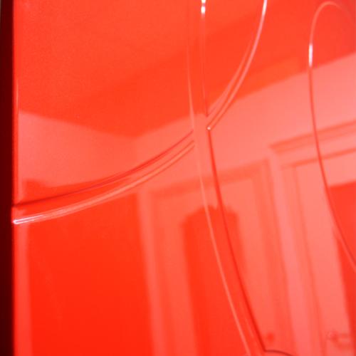 фрагмент глянцевой двери