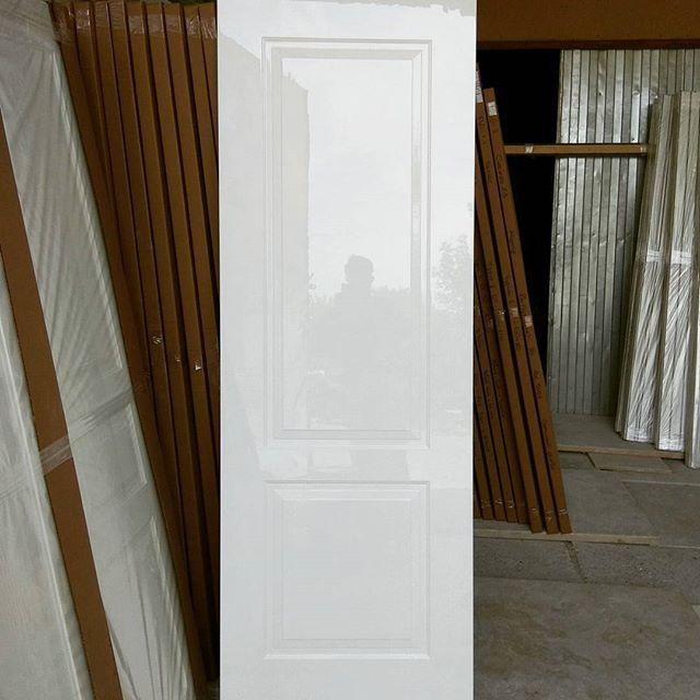производство глянцевых дверей