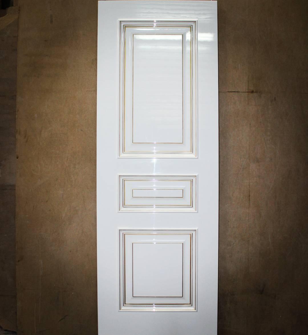 классическая глянцевая дверь фото