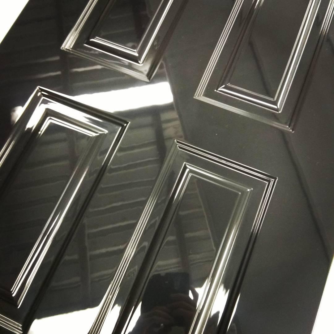 черная глянцевая дверь фото