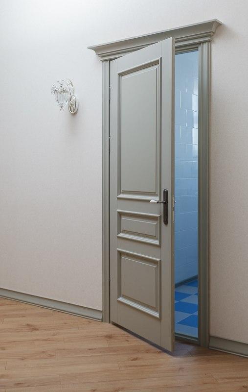 серые классические двери фото