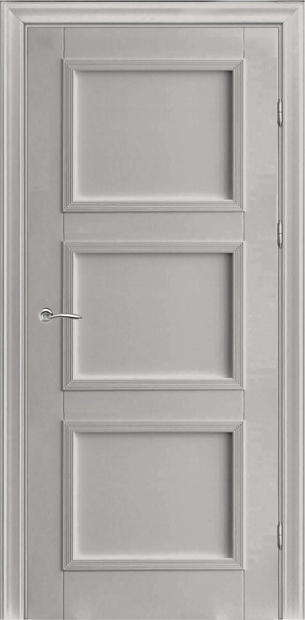 белая дверь из массива