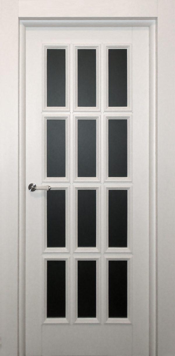 белая классическая дверь массив