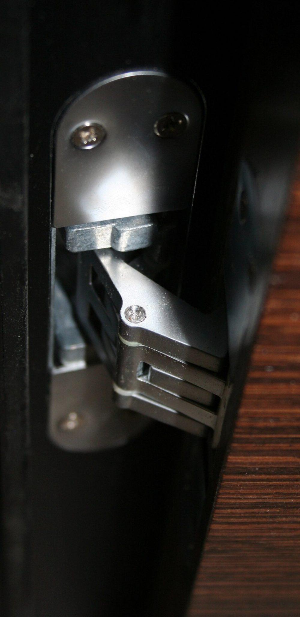 фото скрытой петли на двери